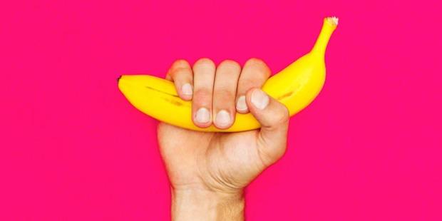 800x400-hand-holding-banana